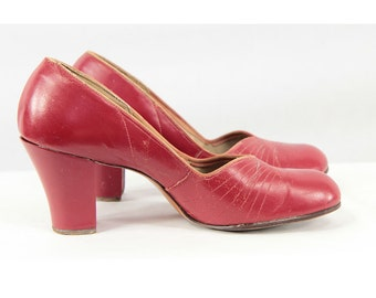 1940s shoes / Vintage babydoll pumps / Lipstick red leather round toe heels size 6