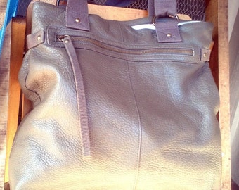 GAP   ///   Olive Pebbled Leather Tote