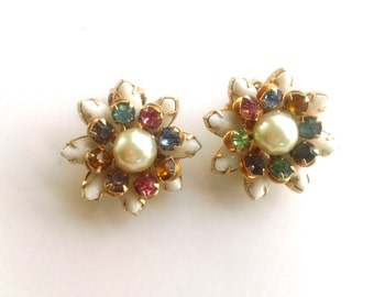 White Milk Glass Rhinestone Flower Earrings Vintage Bridal Fashion Wedding Jewelry