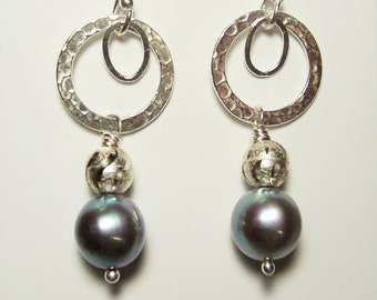 Silver Pearl Earrings Hammered Circle Sterling Silver Charcoal Gray Platinum South Sea Shell Pearl Drop Dangle Hoop Earrings Jewelry
