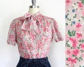 1970s Pink Floral Print Short Sleeve Button Down Blouse with Pussy Bow / Judy Bond / Medium Large
