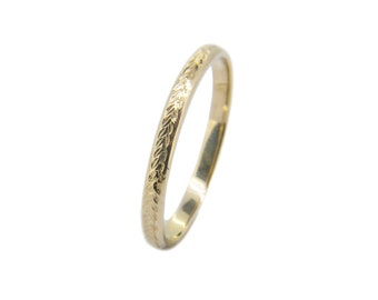 The Wreath Wedding Ring - Hand Engraved Gold Ring