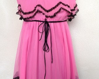 Vintage pink chiffon black lace trim nightgown lingerie by Glydon's Hollywood sz M