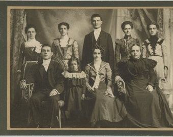 Manchester NH Family, (No Papa; Wife in Mourning): Victorian Cabinet Photo, 1800s (57385)