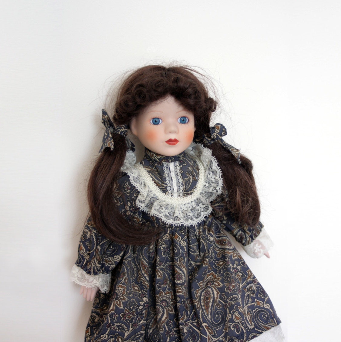 how to tell how old a porcelain doll is