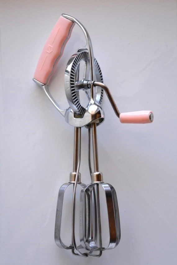 Hand Crank Mixer ~ Vintage pink handle hand crank mixer egg rotary beater