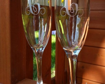 Etched Initial Champagne Flutes, Set of Toasting Champagne Flutes, Wedding Gift, Engagement Gift