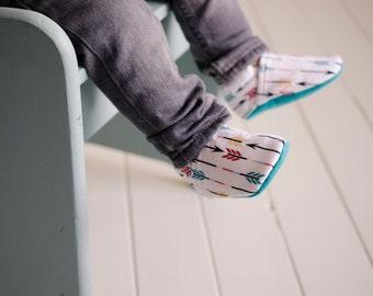 Arrow baby shoes | Etsy
