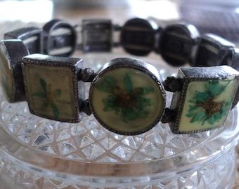 Vintage preserved dried flower expansion bracelet.    E 444