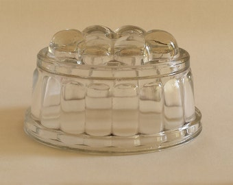 Small English vintage jelly mould