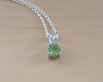 "925 Peridot Solitaire Pendant & 18"" Silver Chain/Peridot Necklace/Peridot Jewelry/Peridot Jewellery/Peridot Jewelery/August Birthstone/Green"