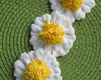 "Large Royal Icing Daisy Flowers 2 1/2"" +"