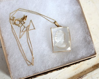 vintage 1950s cameo necklace // 50s clear glass cameo pendant necklace