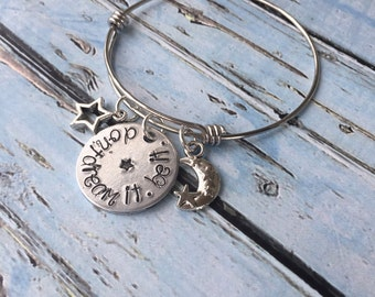 Inspirational bracelet - Don't dream it be it - Hand stamped bracelet - Stainless steel expandable bracelet - Hand stamped jewelry - Inspire