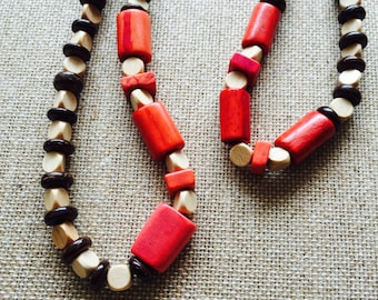 THE BOTUCATU NECKLACE - Ligh. wood.coconut.dyed red bones.harmony