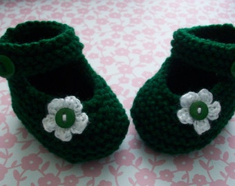 Green Baby Booties, Green Baby Shoes, Green Baby Girl Shoes, Green Newborn Shoes, Green Crib Shoes, Green Yarn Baby Booties, Mary Janes