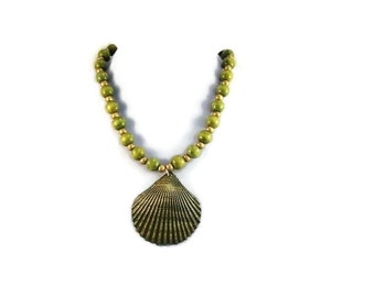 Green Scallop Shell and Wooden Bead Single Strand Necklace Spring Summer Accessory Free Shippint to USA