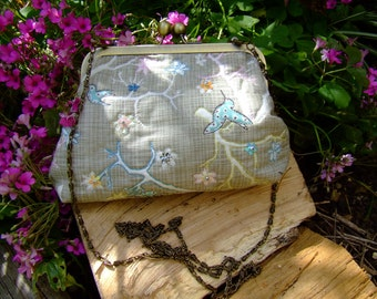 Handmade embroidered kiss clasp clutch bag with chain