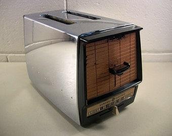 Vintage Chrome GE 2-Slice Toaster Coppertone Peach Retro Kitchen Model 10T102