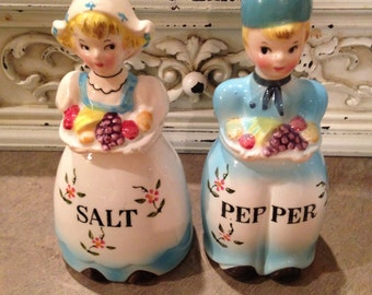 Vintage Rare Arnart Dutch Boy & Girl Shakers Set