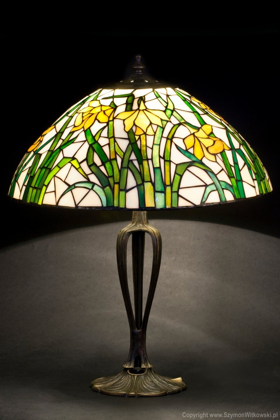 Tiffany daffodil stained glass lamp table lampshade floral for Glass bedside lamp shades