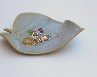 leaf shaped dish, ceramic ring dish,  ceramic jewelry dish, ceramic leaf, ceramic dish, wedding ring dish, wedding ring holder, jewelry tray