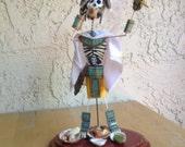 Muertos sculpture: white warrior