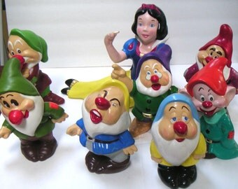 Vintage Snow White and Seven Dwarfs Figurines. Musical,Plays Zip A Dee Doo Dah,Fairy Tale