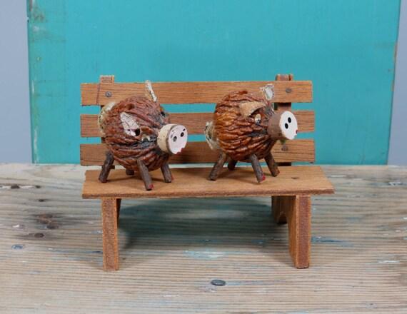 walnuss schwein salz und pfefferstreuer schweine auf einer. Black Bedroom Furniture Sets. Home Design Ideas