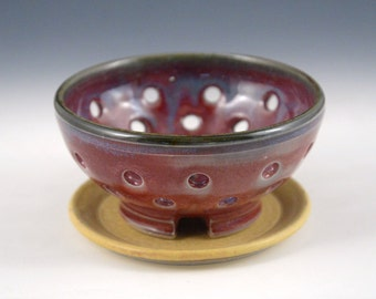 Berry Bowl - Raspberry Red with bamboo-colored plate