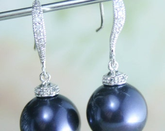 Pearl drop earrings,pearl earrings,midnight blue earrings,blue pearl earrings,navy blue bridesmaid earrings,navy blue wedding,navy wedding