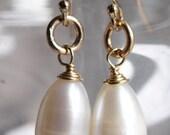 Medium Teardrop Fresh Water Pearls Earrings, 14k Gold Fill earrings, Pearl Earrings, Gold Earrings, Pearl Drop Earrings
