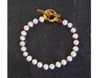 Bracelet with White Fresh Water Pearly Pearls