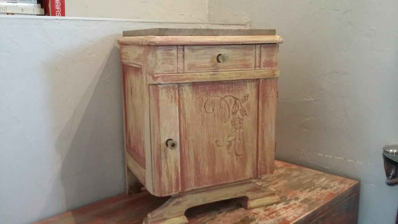 Mignonne table de chevet ancienne patin e peinture for Peinture shabby chic