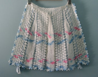 Women's Vintage crocheted half apron, dainty hostess apron / XS to Small
