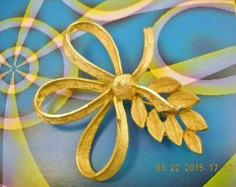 """Vintage '60s Brooch Ribbon and Leaf Goldtone Metal Some Wear on the Metal 2 1/2"""" at it's Widest"""