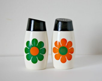 SALE!  Vintage Mod Salt and Pepper Shakers, White Glass Flower Power Salt and Pepper Shaker
