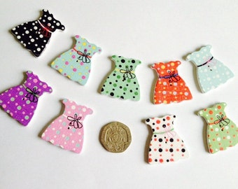 Dresses wooden buttons set of 9