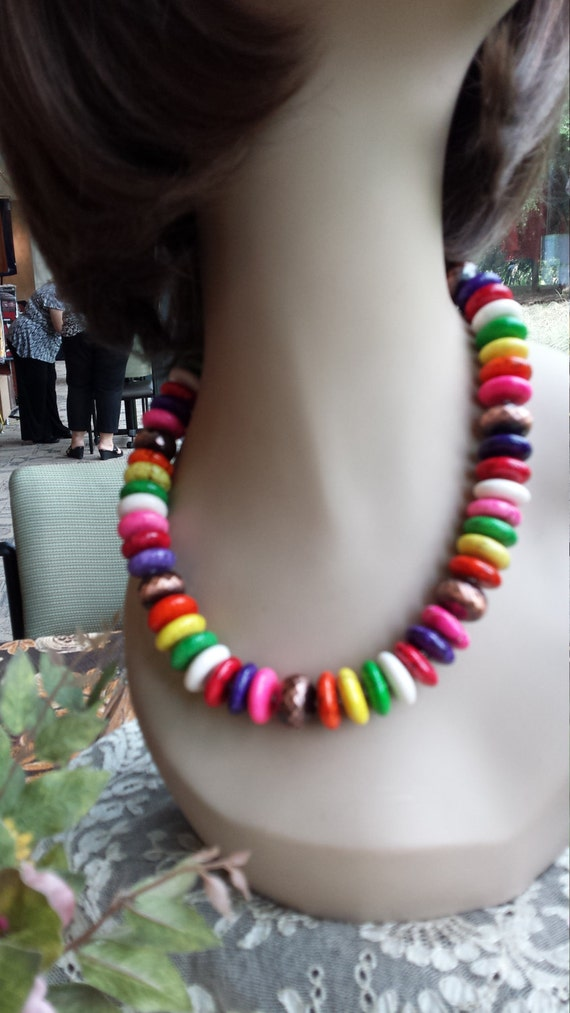 One strand multi color beaded necklace