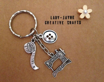 A must have for all craft fanastics. Craft keyring with button, sewing machine and tape measure.