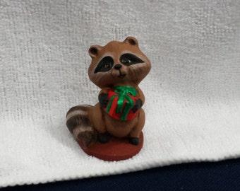 Ceramic raccoon With Present (#750)