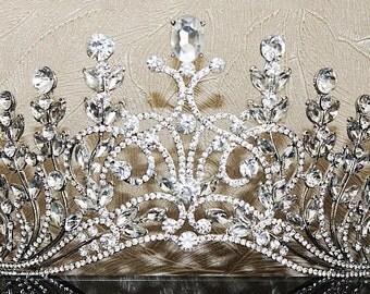 Crystal Bridal Crown, KISSABLE TREASURE Luxury Bridal Headpiece, Luxury Wedding Tiara, Couture Bridal Headpiece, Crown, Headpiece,Diadem