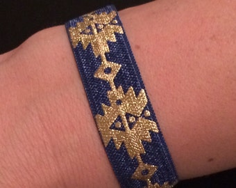 Blue and gold stretchy band bracelet w/ metal closure hook