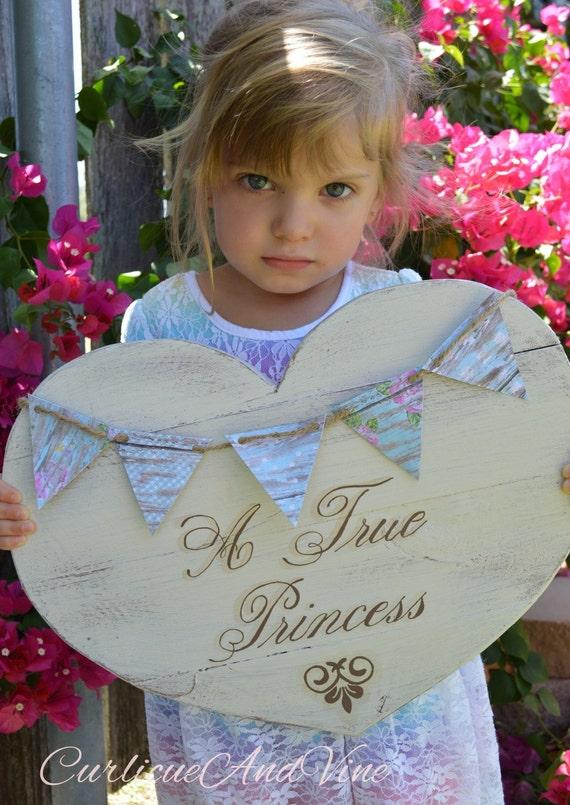 Princess Sign - Heart Shape Pallet Wood- Pallet Board - Girls Room - Baby Girl - Shabby Cottage Chic - Rustic Barnwood Decor