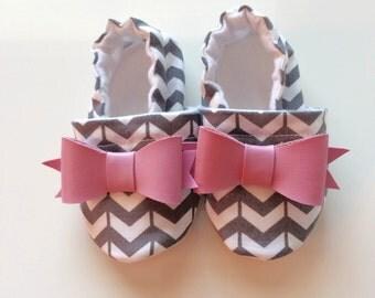 Gray Herringbone with Pink Bow