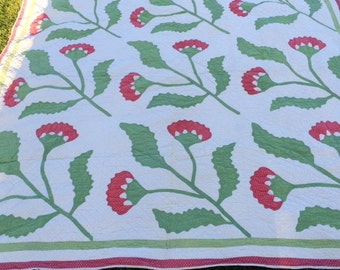 Gorgeous Americana antique red and green appliquéd quilt.