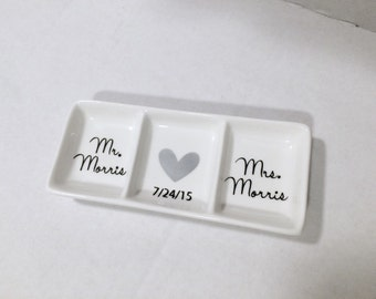 Customizable Mr and Mrs ring dish, Ring holder, Personalized ring dish, Wedding gift,Bridal shower gift, Engagement gift, Engagement rings