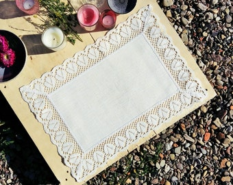 Linen Placemat with Classic White Lace