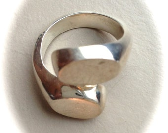 Solid Sterling Silver Ring (Available sizes: 6.5, 7, 7.5, and 8)