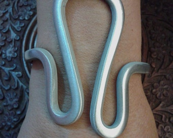 "women, modern, rigid, adjustable, ""curved"", handmade, brushed aluminium, oxidized jewelry."